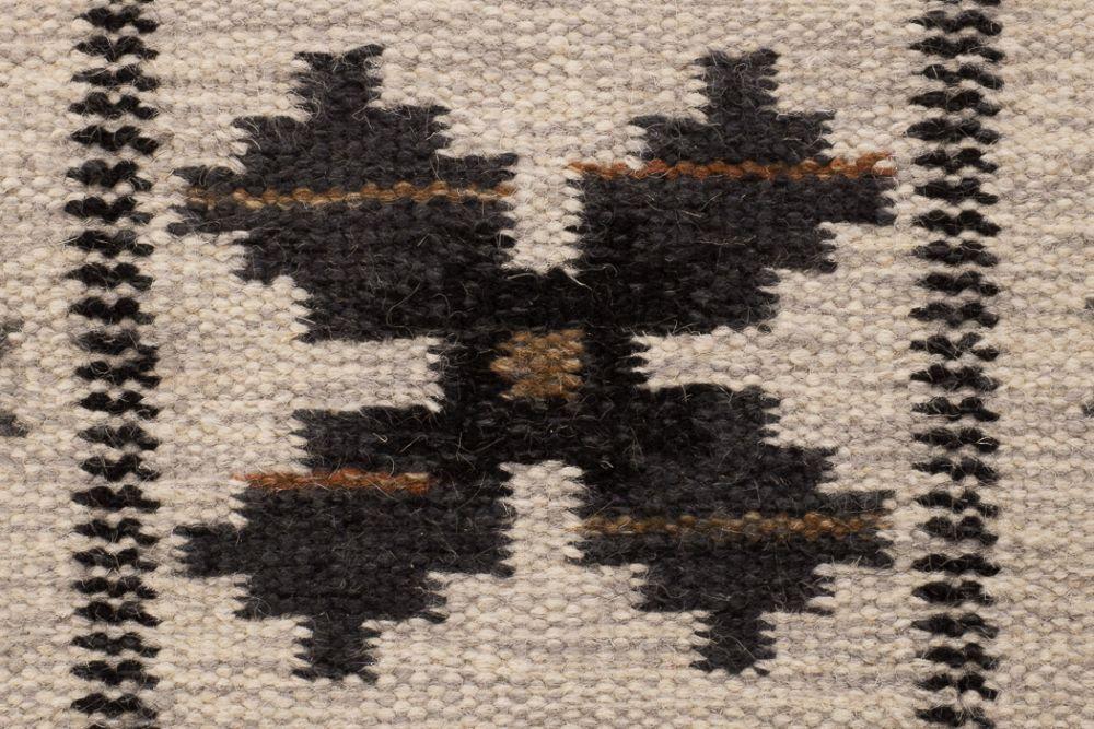 Floda musta 170x240